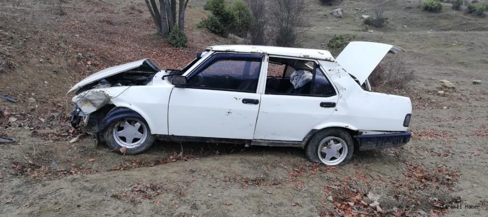 4 kişilik bir ailenin içerisinde bulunduğu otomobil kaza yaptı