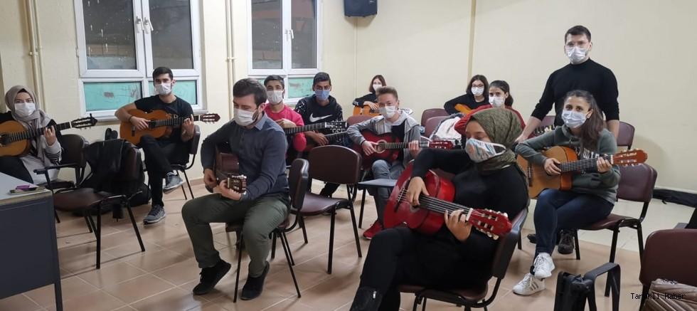 Taraklı HEM'de Gitar Eğitimi Kursu Açıldı