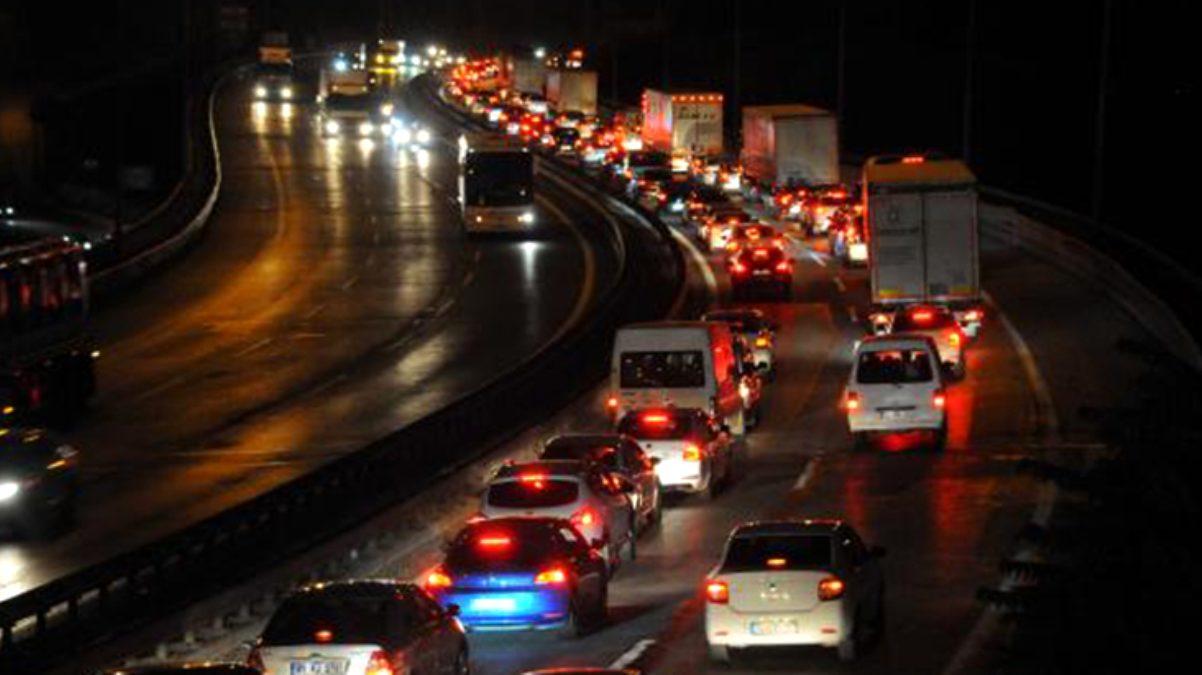 Yola çıkacaklar dikkat! TEM Otoyolu'nda Kurban Bayramı yoğunluğu artıyor